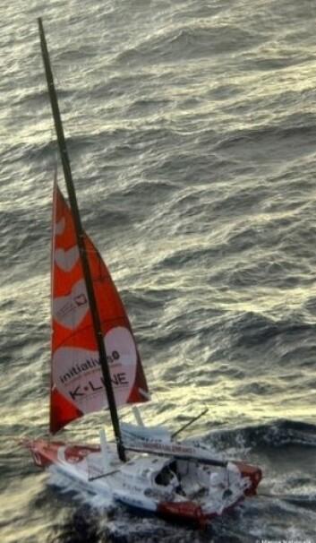 5KNOP: Tanguy De Lamotte seilet med skadet rigg til Kapp Verde for å reparere. Det er nå gitt opp.