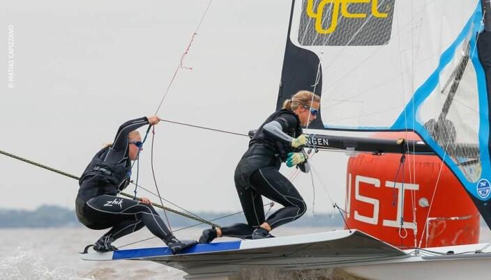 Ragna og Maia Agerup ser ikke bort fra at de vil ta frem sin gamle 49erFX i løpet av sommeren.