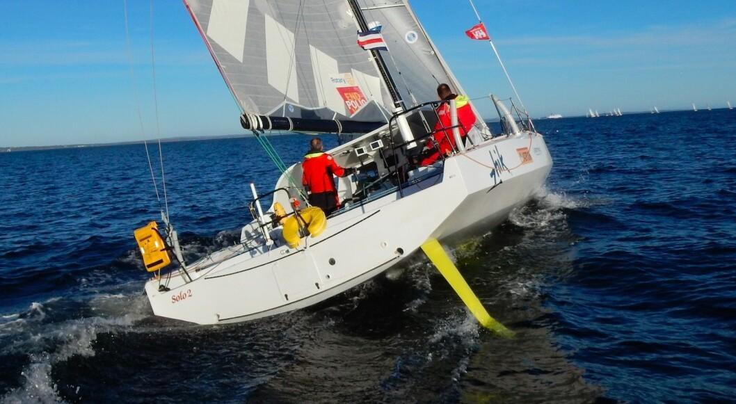 RASK: «Solo2» deltar i en av de viktfiske Class40 regattaene i år. Båten viste gode takter i natt, men taper på morgentimene.