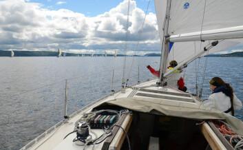 SILKESEILAS: Lett vind preget lørdagens seilas av Oslofjorden Rundt, men den forsvant ikke før etter at alle båter var i mål.