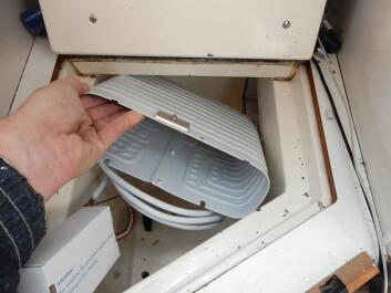 KULDE: Evaporator passer perfekt inn i kjøleboksen.