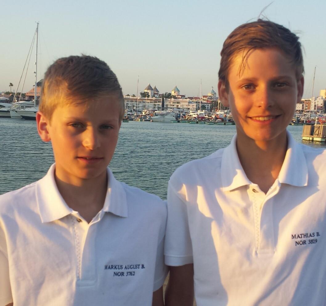 BRØDRE: Markus og Mathias Berthet står for en oppsiktsvekkende innsats ved å ligge på 1. og 13. plass i Optimist-VM.