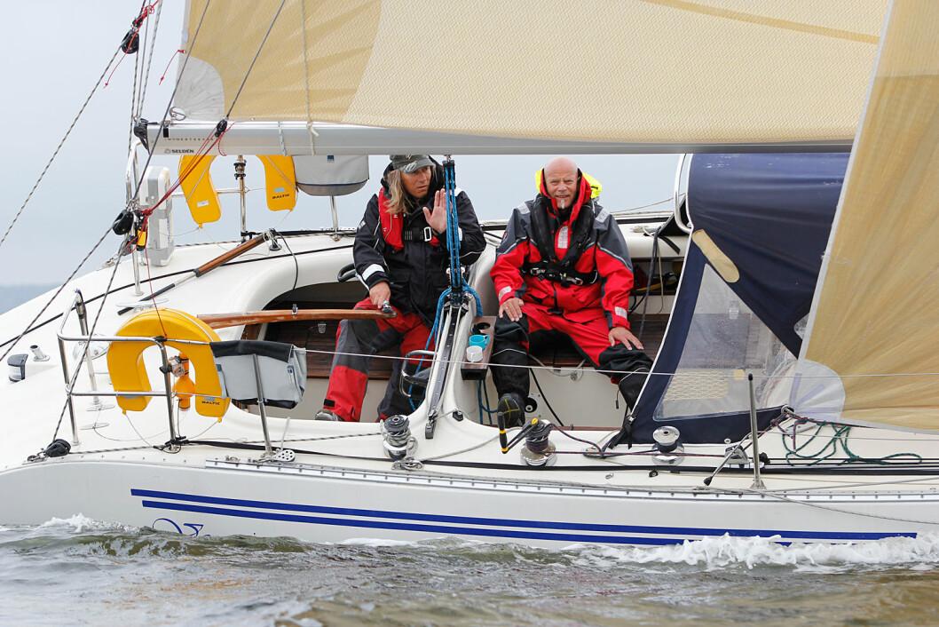 JULI-SEILERE: I juli måned skifter regattaseilere ham. Per Arne Skjeggestad (t.v.) er en av dem. Til høyere makkeren i Seapilot 2Star, Svein Olav Moe.