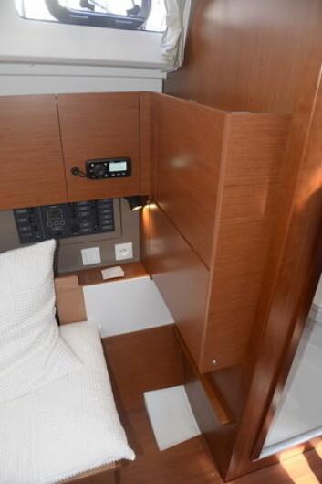 KARTBORD: Kartbordet kan klappes ned fra veggen. Det frigjør verdifull plass.