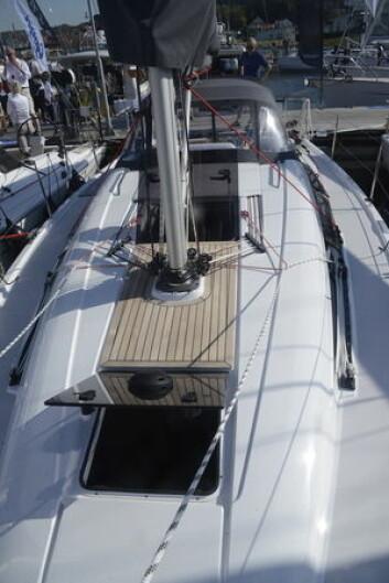 DEKK: Båten har bra med luker. Også vinduene på hytta kan åpnes.