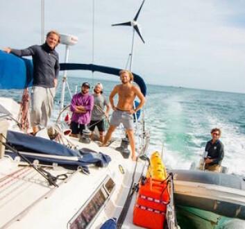 REDDET: Gutta på «Solskinn» ble hjulpet inn til land i Portugal.