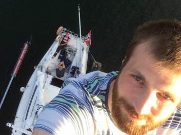 PROBLEM: Rullesystemet må byttes etter at forstaget røk. André Sollund i masten for å inspisere.