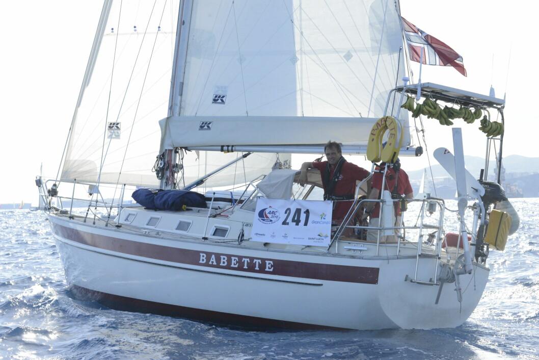 TREG: Najad 320 er bergnet av ARC å være den tregeste båten under årets seilas. Slik er det ikke blitt. 32-foteren henger seg på 40-foterne.