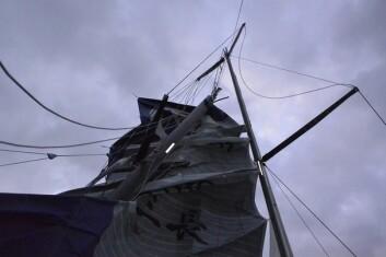 UTE: Kojiro Shiraishi brakk masten og har brutt.