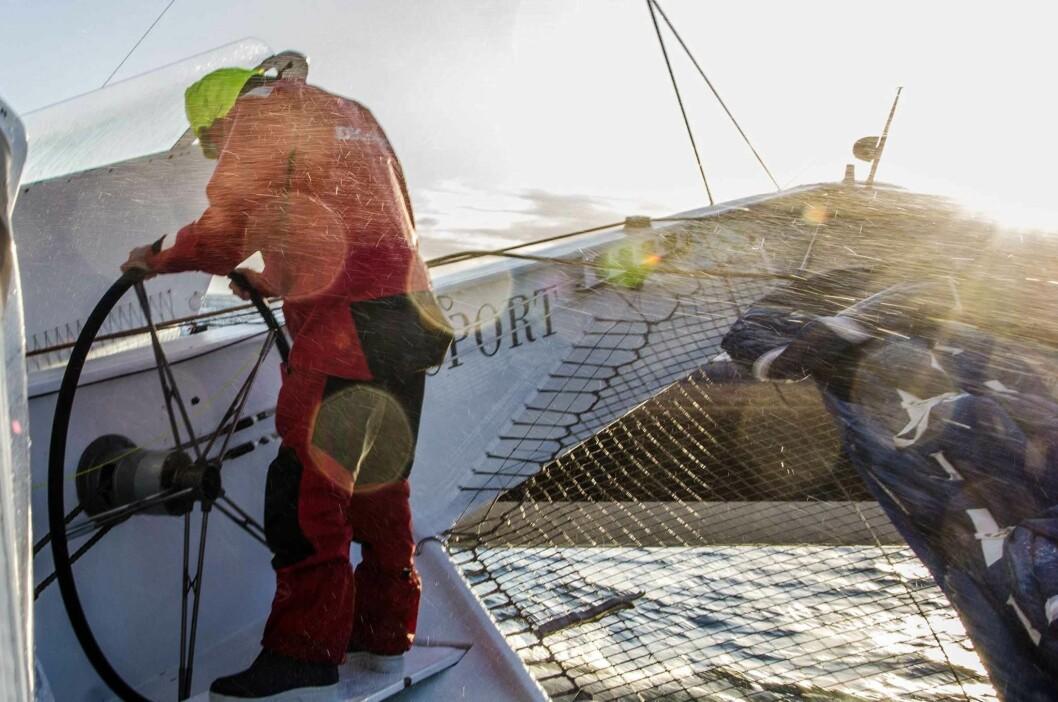 ROKORD: Joyon og mannskap har fulgt samme lavtrykk, og seilt på samme halse i 11 døgn.