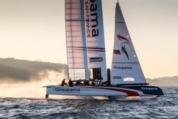 FRANKRIKE: Groupama har dyttet volum i baugen på sin AC45X for å simulere ekstra lengden i regattabåten.