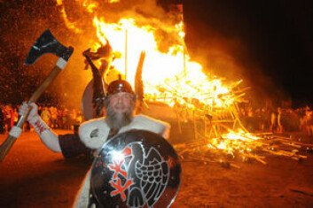 FEST: Befolkningen på Shetland er stolte over sin vikinghistorie. Feiringen Up Helly Aa skal være verdt å få med seg.