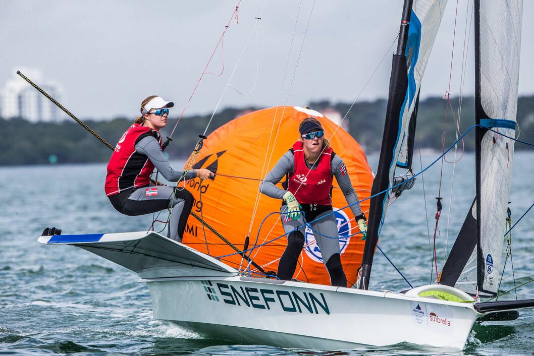 PÅ SØLVPLASS: Ragna og Maia Agerup ligger på 2. plass før den avsluttende medaljefinalen.