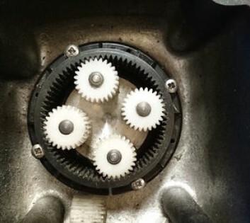 NYTT: Nye tannhjul i drivenheten til autopiloten.