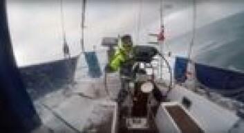 TØFT: Raymond Myhre og Andre Rønningen fikk tatt video av forholdene i Nordsjøen på fredag.