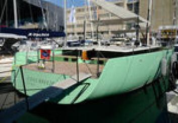 Vi fikk en grundig gjennomgang av yachten under båtmessen i Genua.