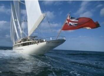 FLAGG: «Athena» befinner seg i Karibia, men kan ikke kjøpes av amerikanere for seiling i USA.