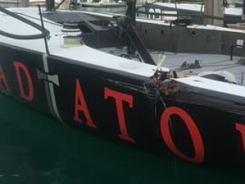 SKADET: «Gladiator» har blitt satt ut av regattaen etter kollisjonen.