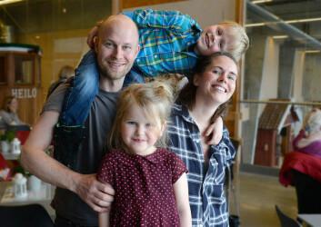 FAMILIE: Kleng og Anne Bråtveit hadde med sin to minste, Edgar og Miti på langturforedraget. De to barna har vokst opp i seilbåt.