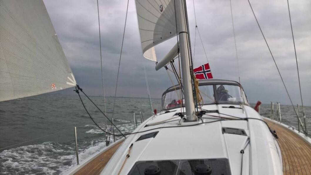 REGATTA_ Fem nye Jeanneau-båter har startet regattaen over Nordsjøen.
