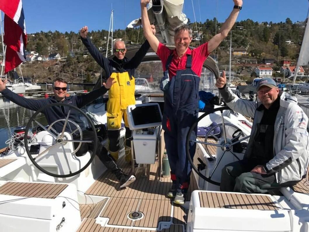 VINNERE: Dag Jentoftsen og «Skumvær» ble raskeste båt fra Frankrike.