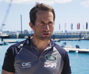 BAKPÅ: Ben Ainslie innrømmer at laget må forbedre båten for å nærme seg nivået til konkurrentene.