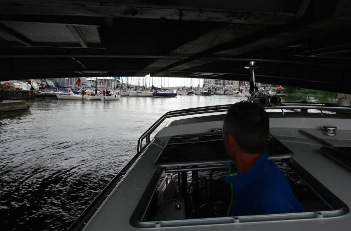 STOPP: Tønsberg er ikke seilbåtvennelig med to vippebroer. Heldigvis ble de åpnet hver time