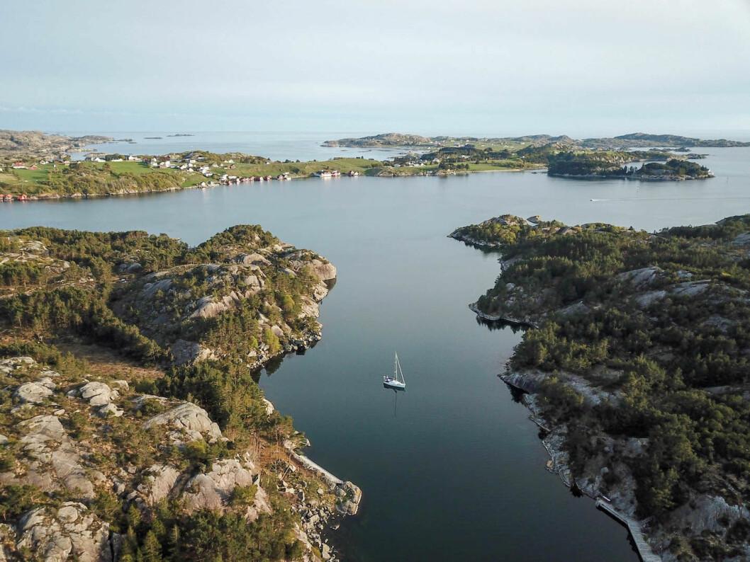 DRONE: Ensom i Kvernavågen nær Eigersund i Rogaland.