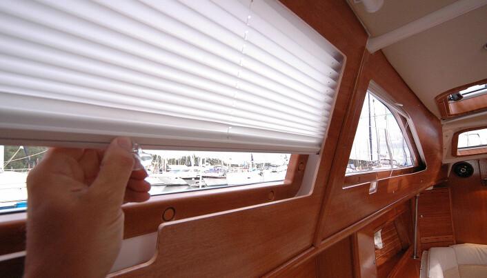 Visionbåtene har flotte persienner, men finérdekselet foran er for spinkelt.