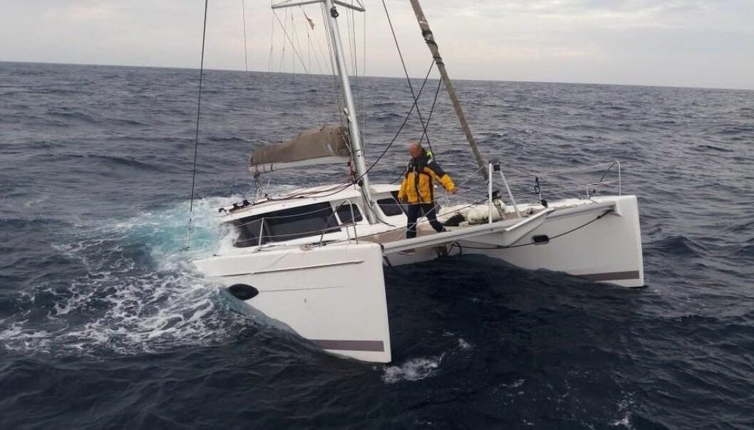SANK: Katamaranen til Arne Gjevik sank utefor kysten av Marokko september 2018.