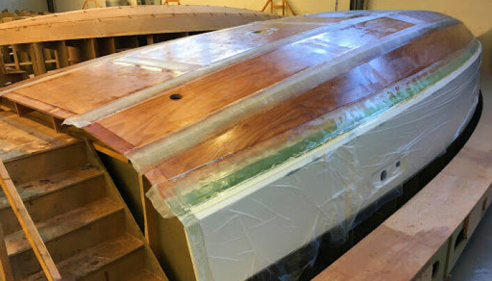 FINÉR: RM er bygget av tre, pakket inn i glassfiber og epoxy. Det gir et lett og sterkt resultat.