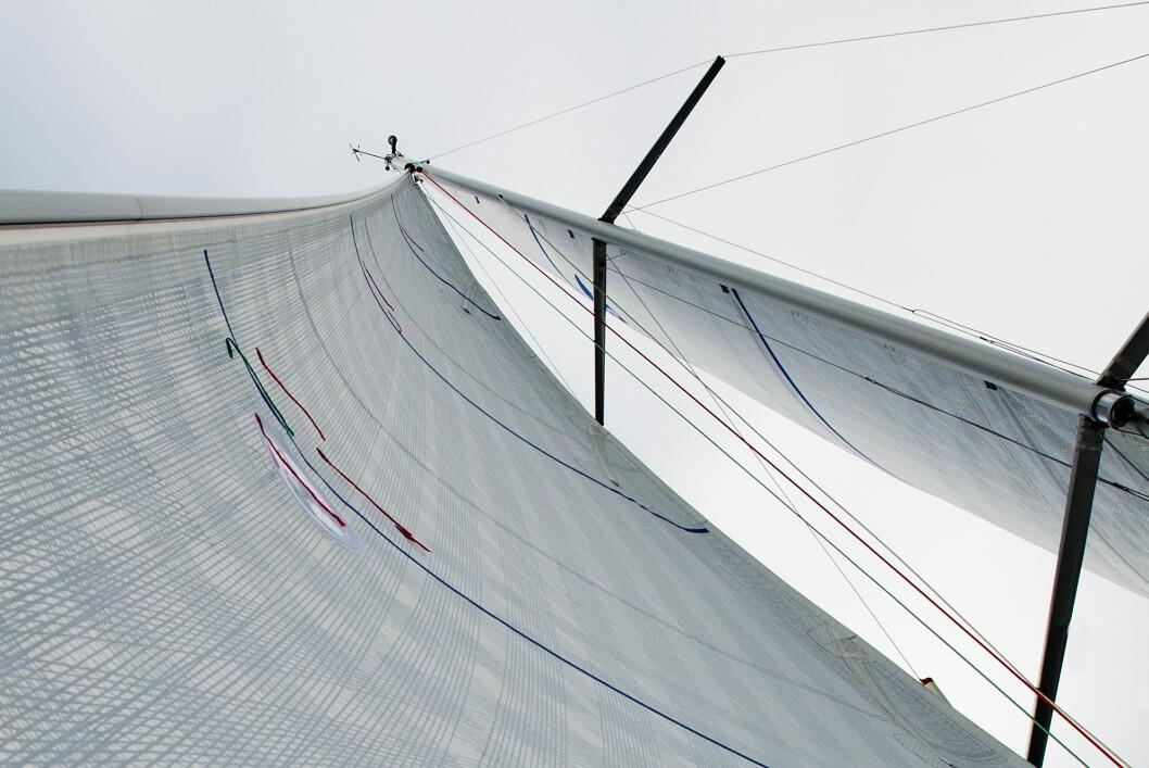 SAGG: Det underlige ordet sagg er et uttrykk for hvor stor bue det er i forstaget til en seilbåt. Mye eller lite sagg har betydning for formen i seilet.