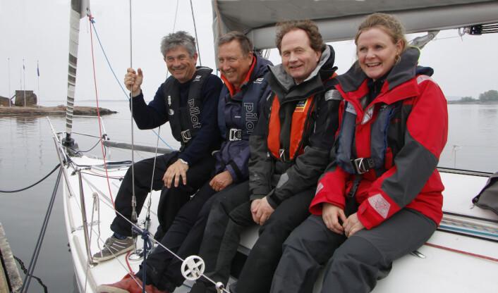 KURS: Kalle Hesstvedt og Haakon Seeberg viste Gunnar Blichner og Irene Foss enkle tips for en tryggere ferie.