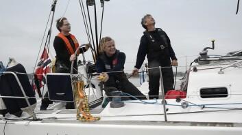 JOBB: Seiling er gøy om mannskapet klarer å jobbe sammen. Det krever god instruksjon.
