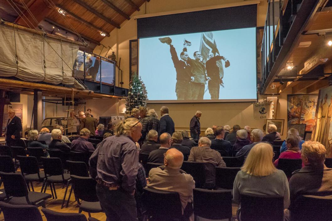 STOR INTERESSE: Over 100 interesserte seilere, venner og etterkommere var møtt frem for å markere at det var 80 år siden Birger Bryhn, Thorstein Skyberg og Thorolf Østmoen gjennomførte Norges første jordomseiling i «Ho-Ho».