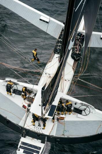 12MANN: «Spindrift» seiler med mye folk, som gjør at den kan seiles 100 prosent hele tiden.