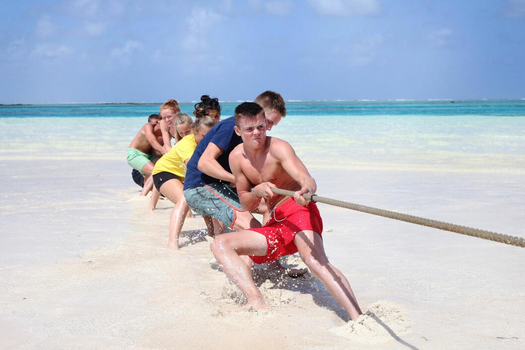 TAUTREKKING: Vennskapelig kappestrid på en karibisk sandstrand.