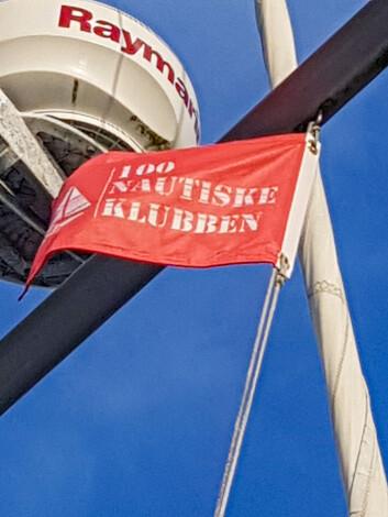 VIMPEL: Torgeir har seilt så mye og langt at han kan heise 100 Nautiske Klubben-vimpelen.