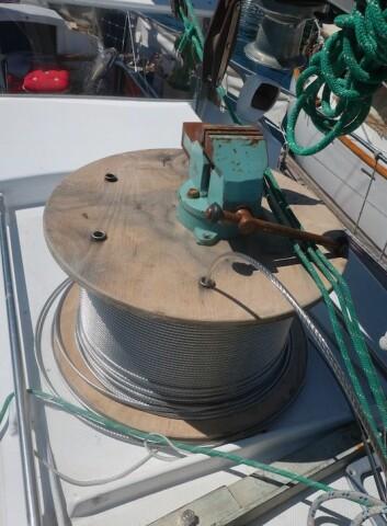 WIRE: På dekk var det ett lite riggverksted da SEILmagasinet besøkte båten en uke før avreise.