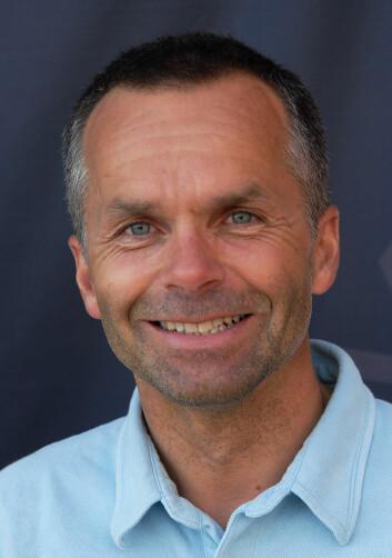 NYTT KURS: Simen Løvgren har gjennomgått World Sailings sikkerhetskurs og presenterer et oppgradert kurs i samarbeid med Redningsselskapet.