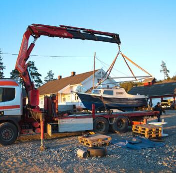 17FOT: Paul Lübbe seilte en Kormoran 535 fra 80-tallet. Her blir båten fraktet fra Ørje til Skjebergkilen.