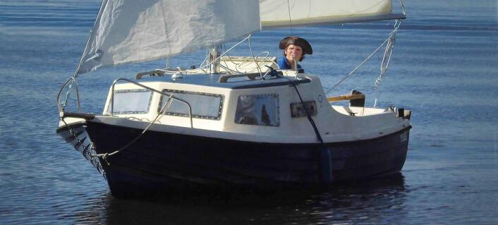 SMÅTT: Paul Lübbe skal seile over 300 nautiske mil i en 17-fots motorseiler, og starter i påsken.