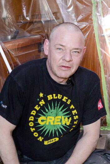 OMFATTENDE: Peter Gustafsson reparere mange skadete båter. En slik jobb kan ta flere hundre timer. Ofte må deler av innredningen ut.