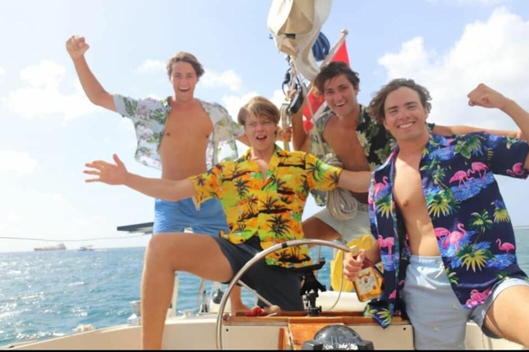 LANGUR: Gutta på «S/Y Tonic» ankom Barbados etter en opplevelsesrik Atlanterhavsseilas. Fra venstre på bildet; Sindre Haugmo, Elias Istad, Erik Haugmo og Gabriel Gjessing.