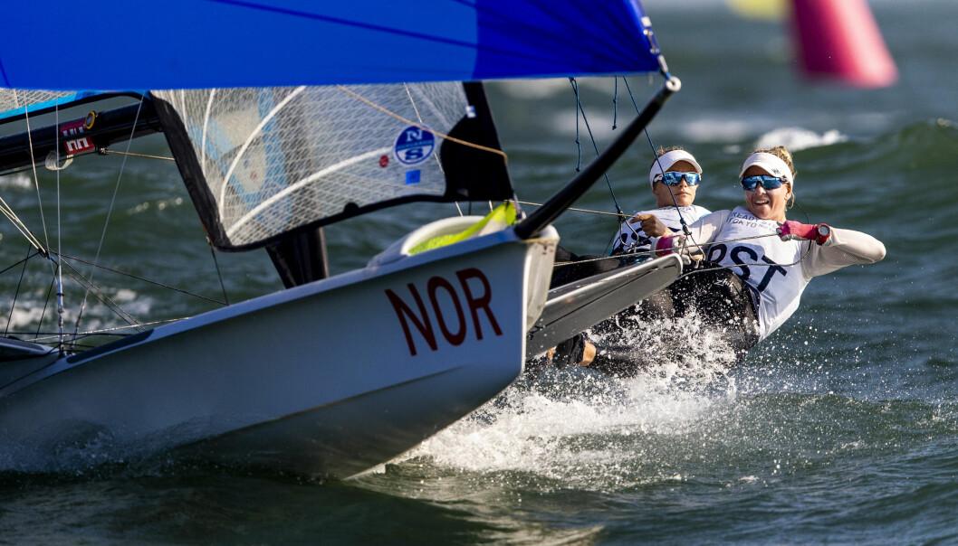 MOT OL: Helene Næss og Marie Rønningen seiler med stø kurs mot OL, der de vil være blant Norges fremste medaljekandidater. I prøve-OL i 2019 vant de sølv.