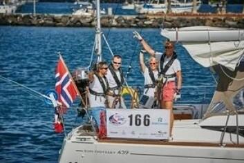 FART: «Tamara» gir full gass. Båten ligger fremst av de norske båtene.