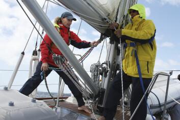 SEILING I STORM: John Neal og Amanda Swan Neal vil fortelle og demonstrere hvordan stormer skal takles om bord.