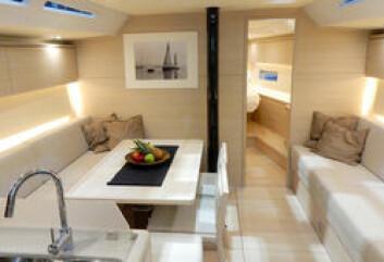 ITALIENSK: Solaris har nettopp lanserten 47-foter etter samme konsept som Årets Båt, Solaris 50. Du sparer 700 000, men mister minimalt ved å redusere størrelsen. Båten er et smykke, men prisen er konkurransedyktig. ...