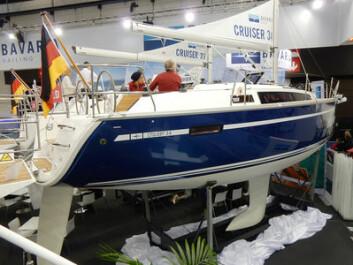 FAMILIE: Bavaria Cruiser 34 er som skreddersydd for en typisk barnefamilie. Båten har skroget til Cruiser 32, Cruiser 33 og Easy 97, men har to ratt og tre lugarer. Men hvorfor så sent? Båten koster under millionen og er over 100 ...