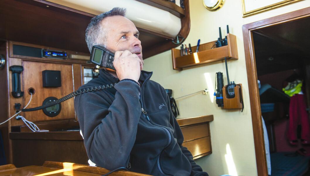 VHF: VHF-radioen er viktig å ha om bord når du selv er i nød, men du kan også selv spille en viktig rolle når andre er i nød og trenger hjelp.
